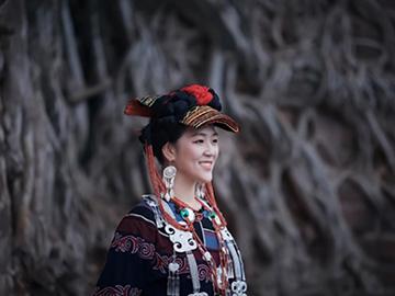 四川学子赴大凉山探访彝银的传承与创新