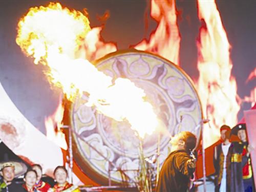 激情火把闹花都 清凉一夏好避暑——百里杜鹃彝族群众欢庆火把节