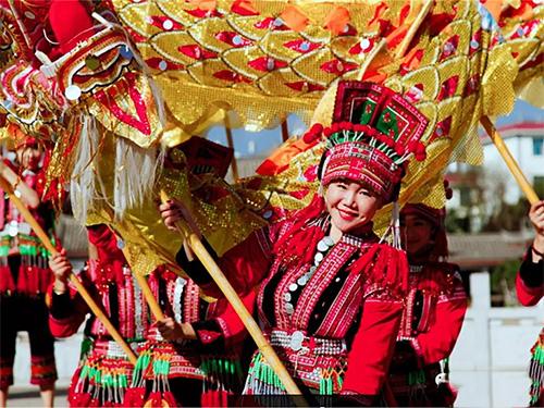 视频:精彩斑斓的红河彝族服饰