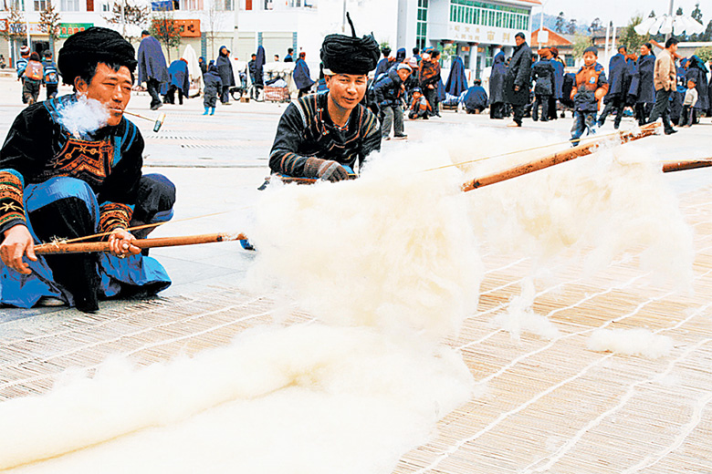 国家级非遗项目——彝族擀毡技艺。