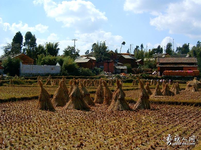 (石林彝族撒尼村落 黄平山摄于2003年)