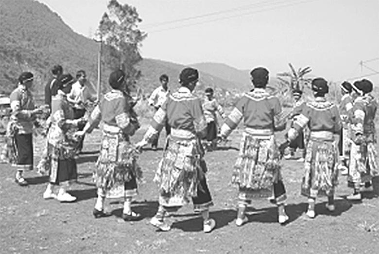 村边彝族烟盒舞