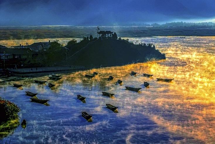 泊(盐源泸沽湖洛洼码头) 张家让(摄)凉山州文化广播电视和旅游局供图