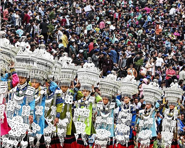 银饰展示 赵洪雁 (摄)凉山州文化广播电视和旅游局供图
