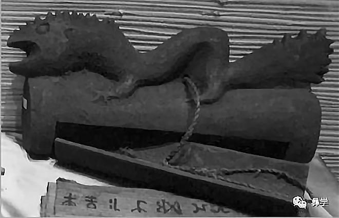 图12:木制书筒(阿牛史日摄)