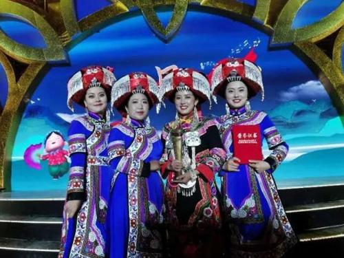 """贵州乌蒙山区阿姿阿芭组合荣获""""左权民歌汇——2020国际民歌赛""""铜尊奖"""