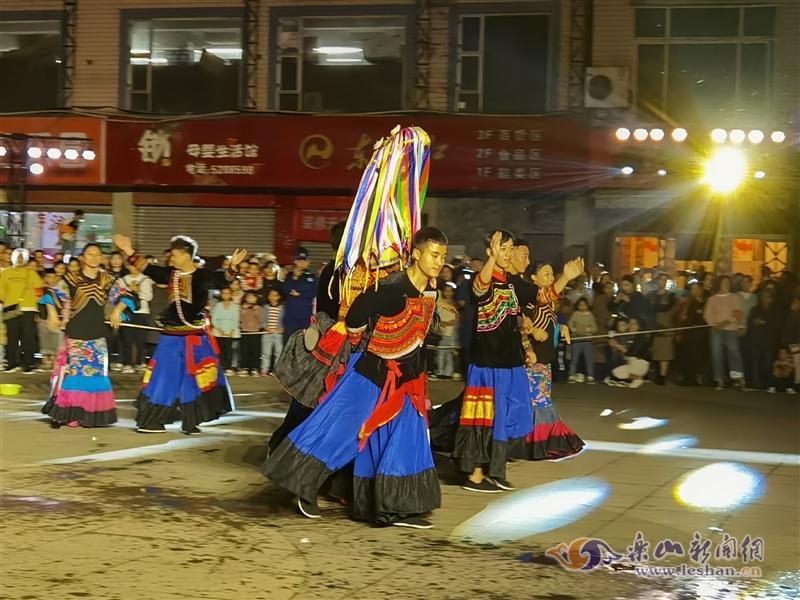 """""""记忆峨边""""一条街的彝族风情演出带你感受千年文化变迁"""