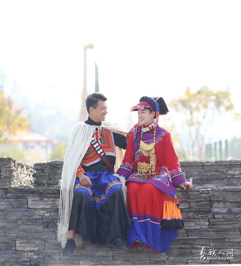 建卡户介呷子之子阿布什哈与巫呷小妹的结婚照