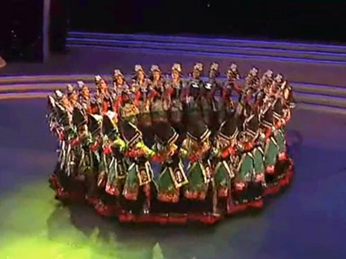 视频:凉山彝族传统舞蹈《朵洛荷》