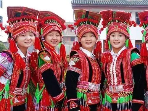 历史文化的活化石——彝族花腰妇女服饰探秘