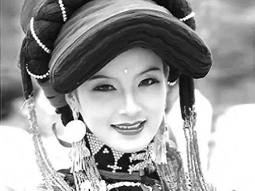 解析跨越千年的民俗艺术——凉山彝族女性头饰