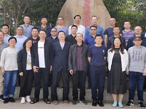 海安支教宁蒗彝族自治县宁蒗民族中学的江苏省海安高级中学教师的身影