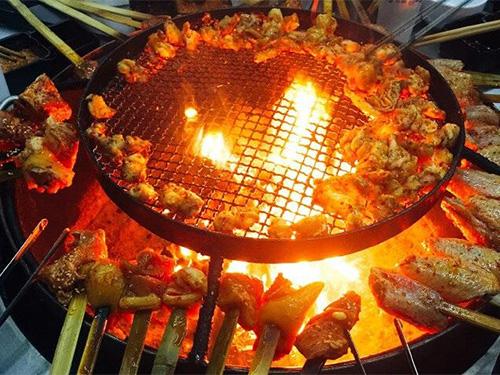 巫达:从诓鬼的烧肉到宴客的烧烤——彝族饮食文化的同质化和异质化过程的人类学阐释