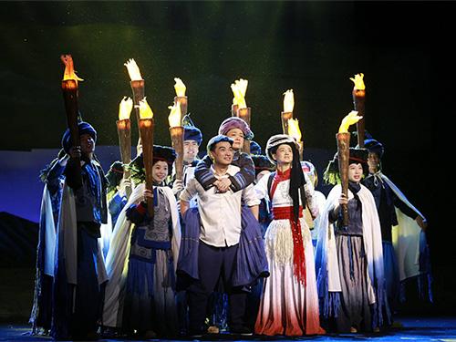 海安支教宁蒗话剧《索玛花盛开的地方》首演观摩在海安大剧院举行