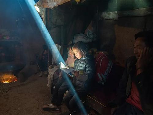 摄影师郑伟彝族年人文摄影作品:《大山深处》