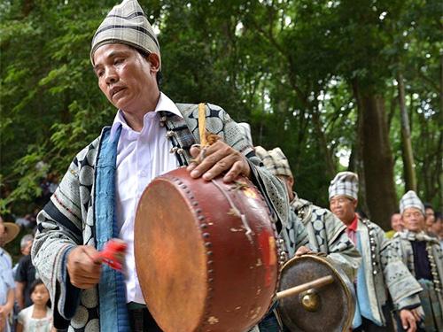 麻栗坡城寨彝族白倮人的荞菜节纪实