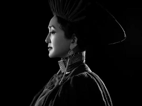 诗歌是我内心的独白和寂静的低语:彝族女诗人龙红紫罗访谈