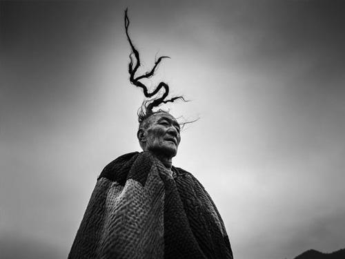 """彝族""""天菩萨""""的传统和风俗研究"""