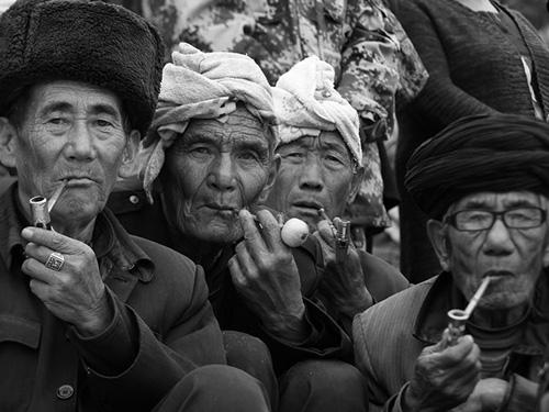 田玉华:提升彝人自尊  重铸民族形象