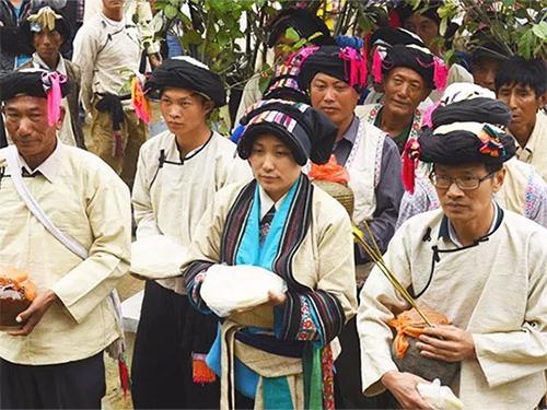 献祭祖先:丽江彝族他留人的粑粑节