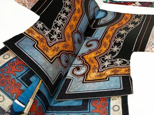 国际彩印与您分享《中国彝族传统服饰图典》