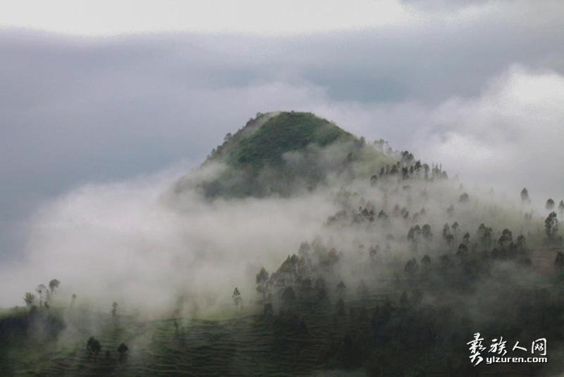 水墨圣山 (星宇摄)