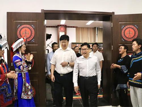 贵州民族大学举办彝族文物藏品专题展暨王富慧老师捐赠彝族文物仪式