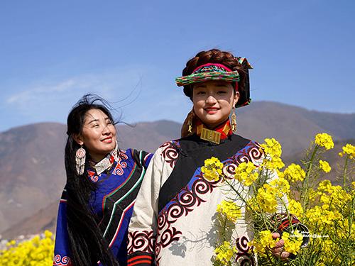 甘洛彝族服饰传承与发展的路径探究