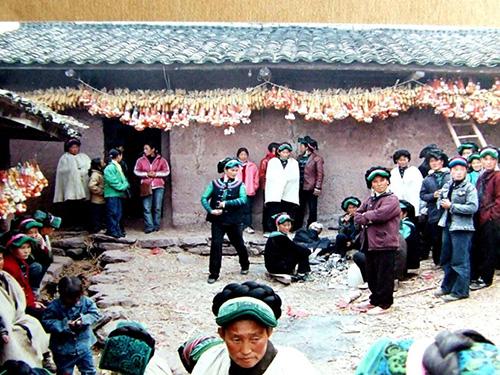 跟祖擀毡去 随母织布去 世姆恩哈:逝者灵魂安然归去——甘洛独特的彝族丧葬习俗文化