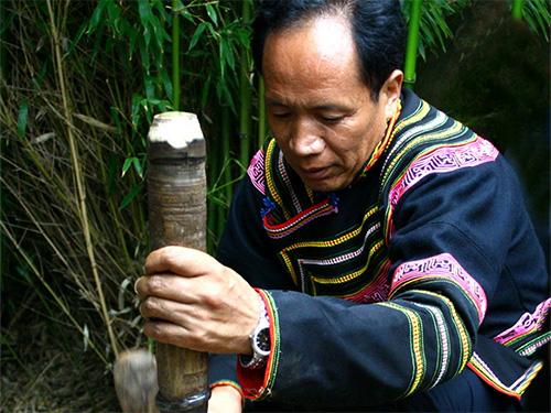 非遗传承人:彝族漆器制作大师吉伍巫且