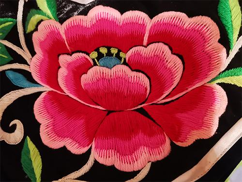 设计符号学在彝族服饰设计中的运用