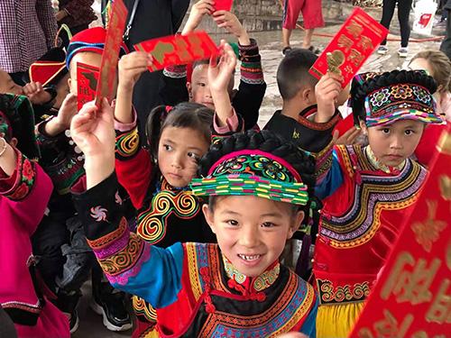 甘洛罗马村:爱心助学  童心向党