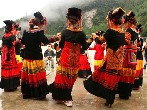 彝族婚俗趣事:结婚对歌——客套歌