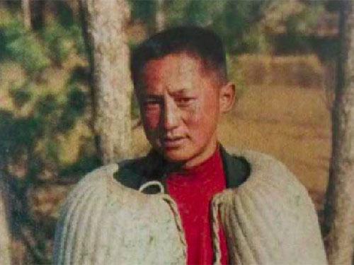 彝族服饰中的自我认同意识与民族自信精神