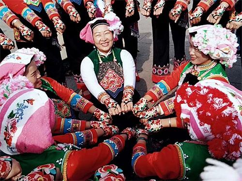 莫峥嵘与彝族尼苏人《送嫁》歌舞的故事