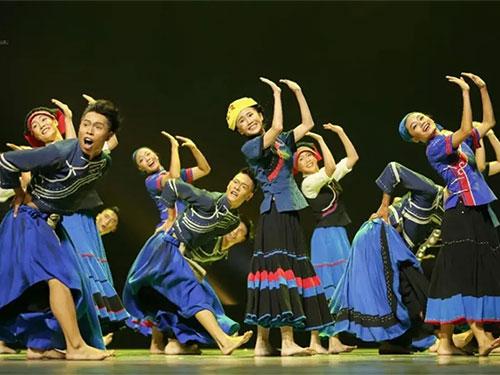 凉山彝族风情歌舞剧《山岗上的歌与舞》在北京领奖