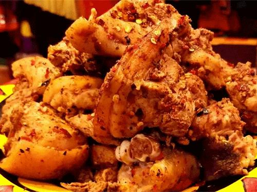 彝族美食:坨坨肉的制作方法