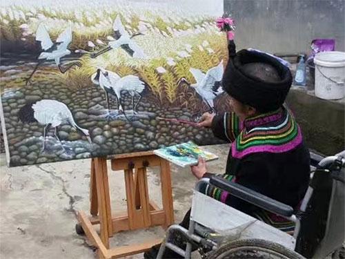 轮椅上的彝族画家木洛拉铁:短暂一生用画笔与命运抗争绘就梦想