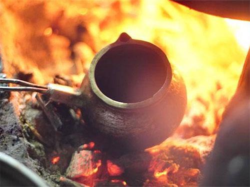 无量山彝族烤茶:节庆待客的灵性之物