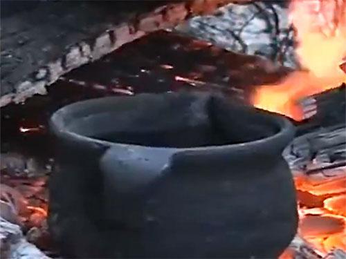 云南哀牢山区的彝族人的喝茶习俗——烤茶