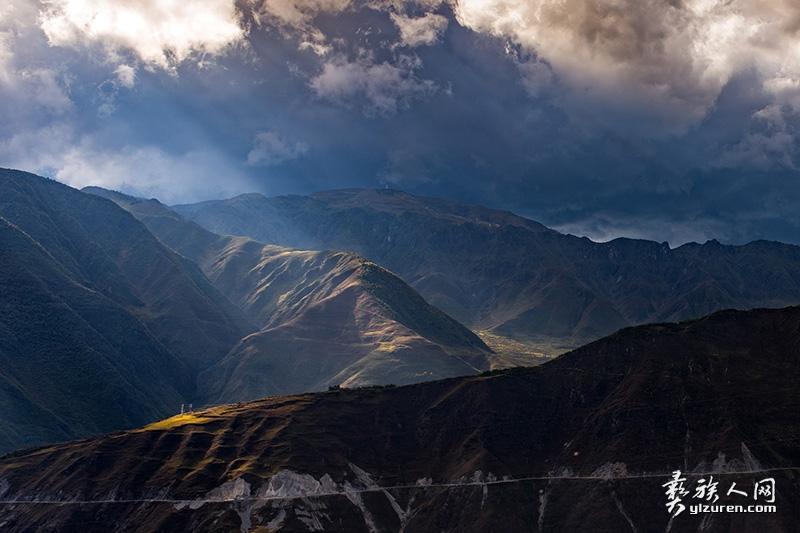 《阴晴众壑殊》-周康华摄--包谷坪乡