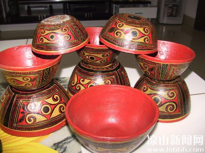 彝族漆器:牛皮碗