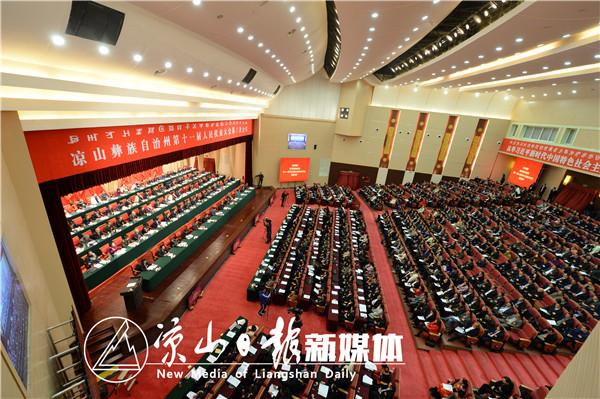 2月25日上午,州十一届人大第三次会议在西昌开幕。1